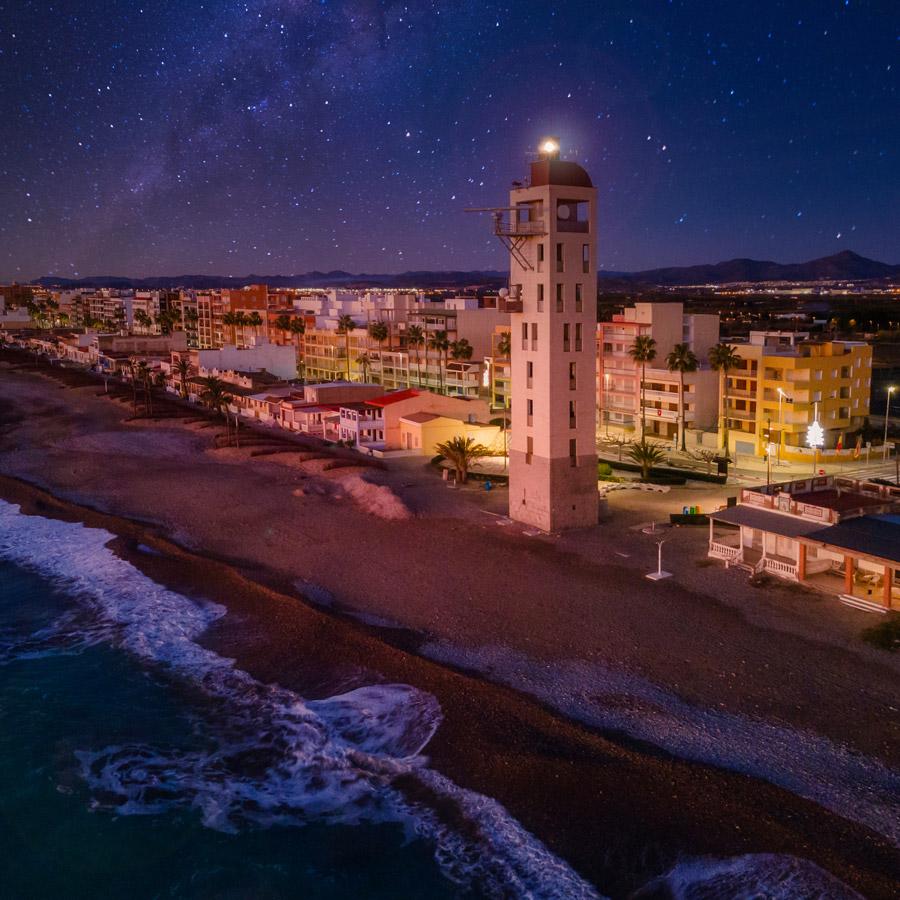 Anochecer en el Faro de la playa de Nules